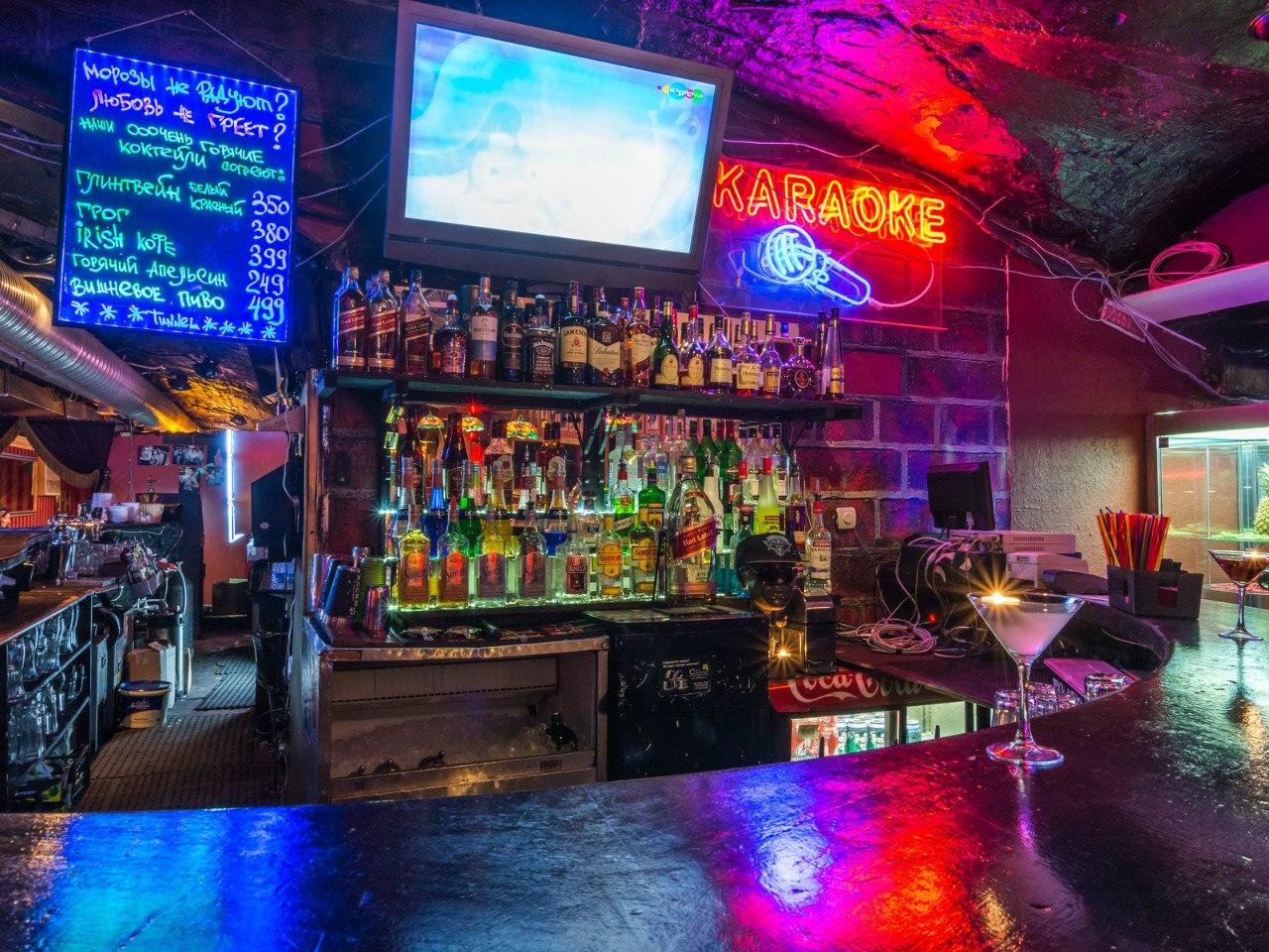 Сосут в ночном баре 17 фотография